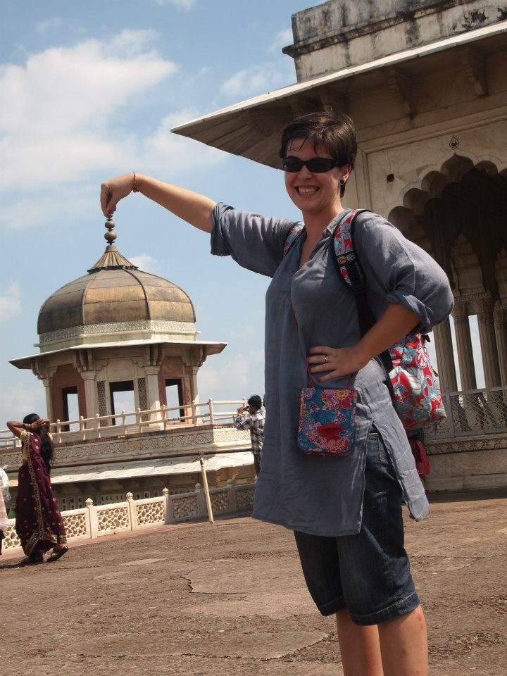 Yo posando en el Fuerte de Agra