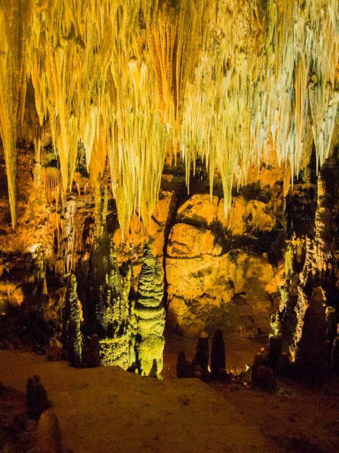 Interior de las Cuevas de Valporquero en León