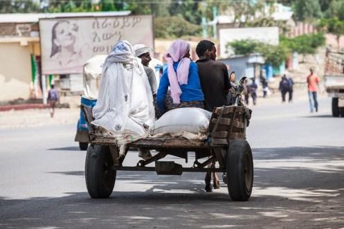 Auf-dem-Weg-zum-Markt-von-Axum