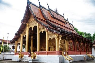 Detailreiche Verzierungen zur Ehrung des Phra Bam Buddha