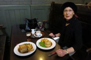 Pauline & Dr Bob ate pies. I had a cup of tea.