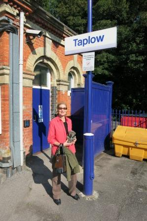 About to leave Taplow. All aboard please!