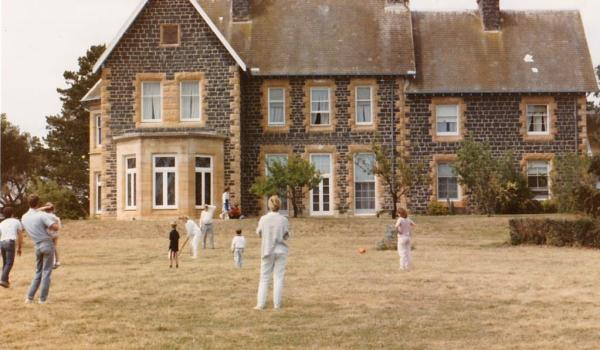A cricket game is the perfect finale to a family reunion.