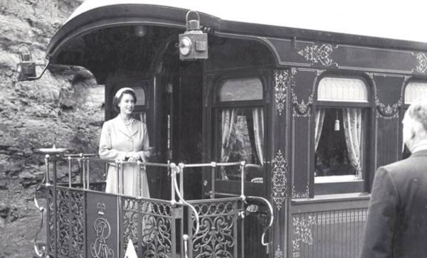 Queen Elizabeth aboard the train at Katoomba