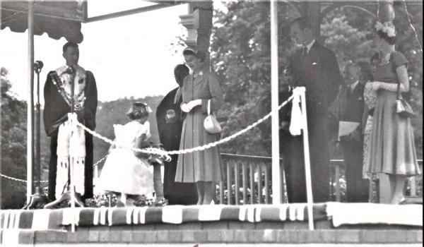 Royal dais at Lithgow 1954
