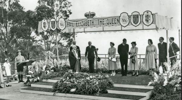 Queen Elizabeth at Echo Point, Katoomba