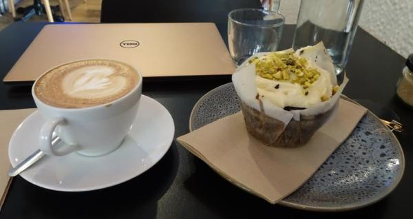 Coffee a,nd pistachio cupcake