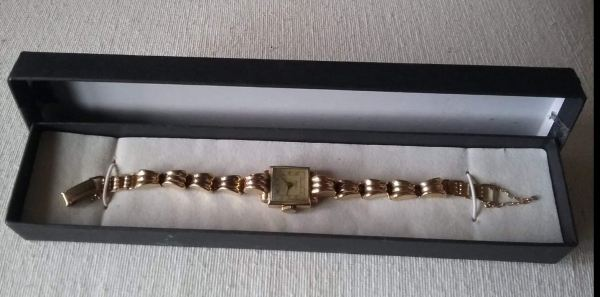 1940's gold watch owned by my grandmother Alice.