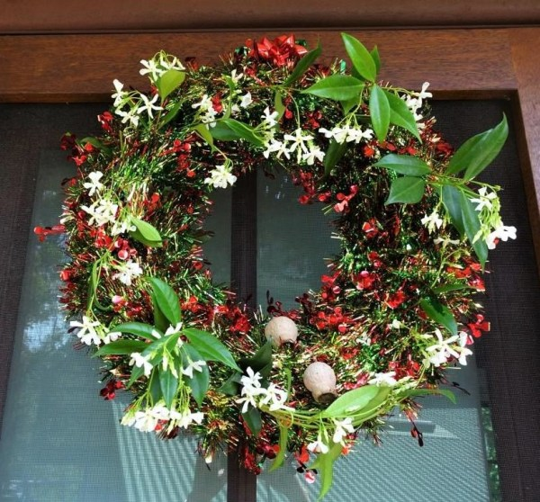 Festive wreath with star jasmine