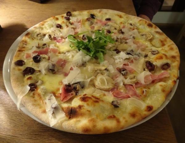 traffle pizza at Vapiano in Sydney