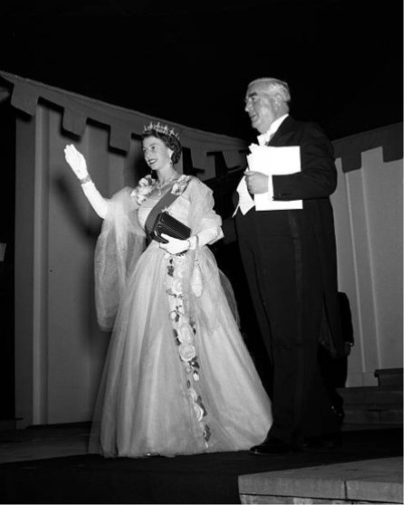 Queen Elizabeth wearing  the wattle brooch and carrying  its red leather case. She is escorted by Sir Robert Menzies.