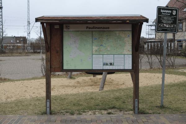 Informationstafel am Bahnhof