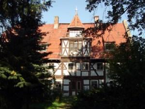 Das Knoblauchsche Herrenhaus in Pessin zeigt Teile verschiedener Bauphasen. Hier der Kernbau aus dem Jahre 1419.