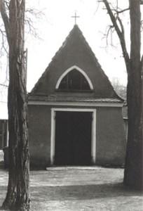 Abb. 5: Die alte Paulinenauer Trauerhalle (2002)