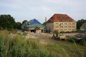 In den letzten Monaten hat sich einiges auf dem Gutshof getan. Die Arbeiten am alten Kuhstall sind schon jetzt deutlich sichtbar.