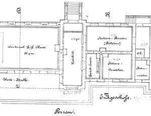 Der Grundriss des Erdgeschosses lässt erahnen, wie personalintensiv der Bahnhof vor 120 Jahren betrieben wurde. Für 1883, das Jahr, aus dem der Plan stammt, verzeichnen allein die Schulakten mehr als zehn auf dem Bahnhof beschäftigte Personen: neben Stations-Vorsteher Degen den Restaurateur Valentin, vier Weichensteller (Pischel, Wingert, Zernikow und Frielitz) und fünf Wärter (Freier, Jacob, Gerber, Blankenburg und Drewicke). 1904 werden auch noch ein Bahnhofswirt und ein Bahnhofsschaffner genannt. Heute arbeitet niemand mehr im Paulinenauer Bahnhofsgebäude.