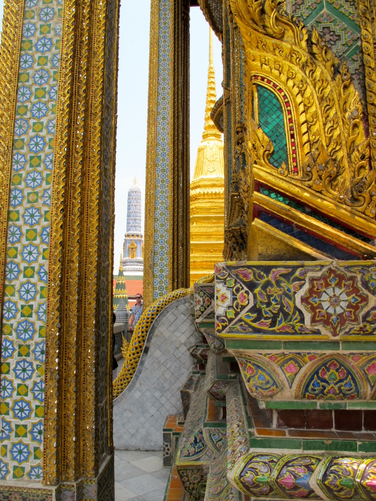 10 Highlights from Bangkok City, this is the temple of Emerald Buddha with arcitecture that blow my mind