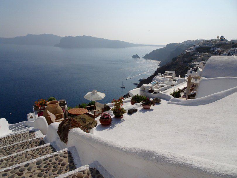 Important things to do in Santorini is takiking many pictures, espcially when having only 48 hours - Pauline Travels