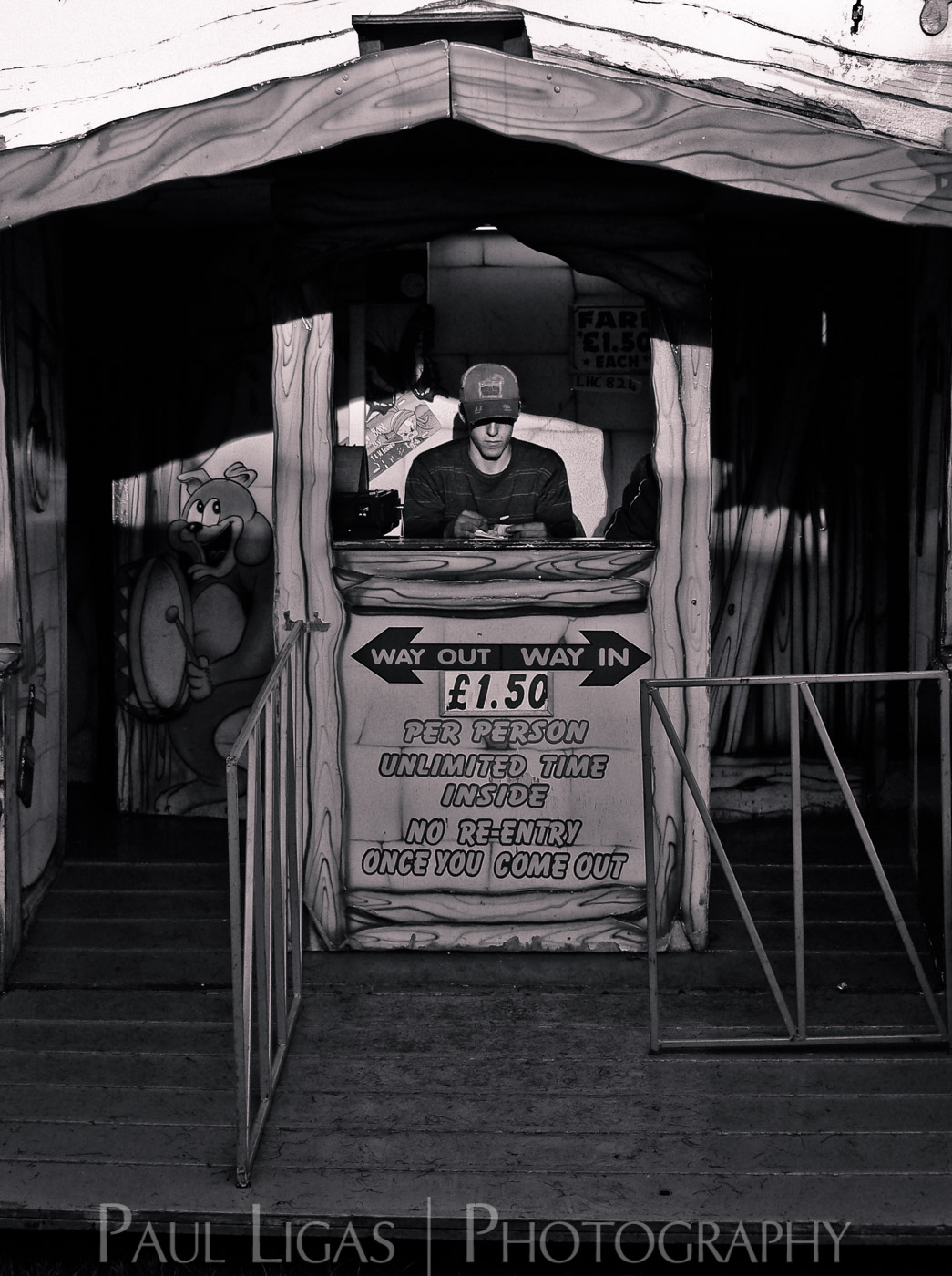 At The Fair, Newbury, Berkshire people candid photographer photography herefordshire 90233