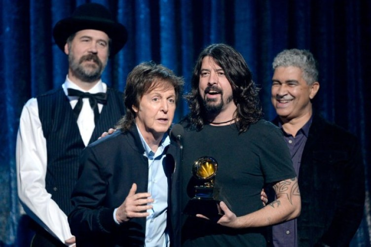 140126-dave-grohl-paul-mccartney-grammys_0-640x426