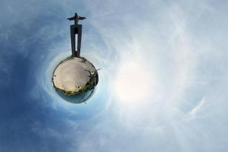 Cristo Rei sobre o Rio Tejo