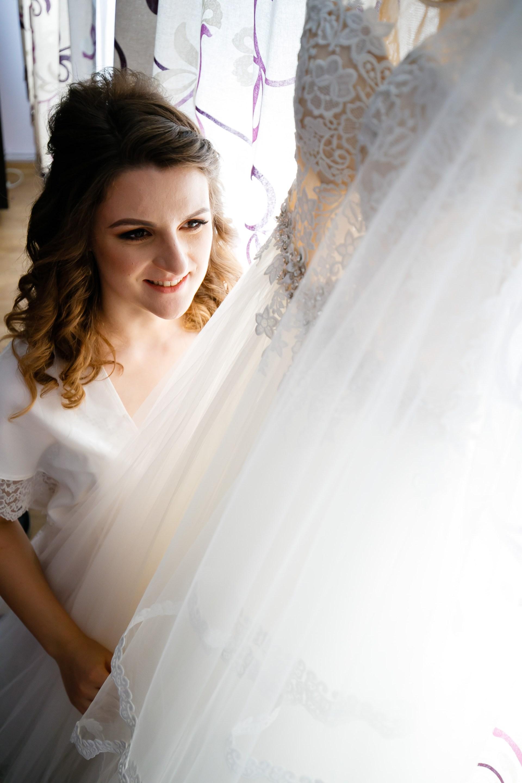 Alexandra si Vlad pregatiri nunta pleiada fotograf profesionist nunta iasi www.paulpadurariu.ro © 2017 Paul Padurariu cadru mireasa si rochie