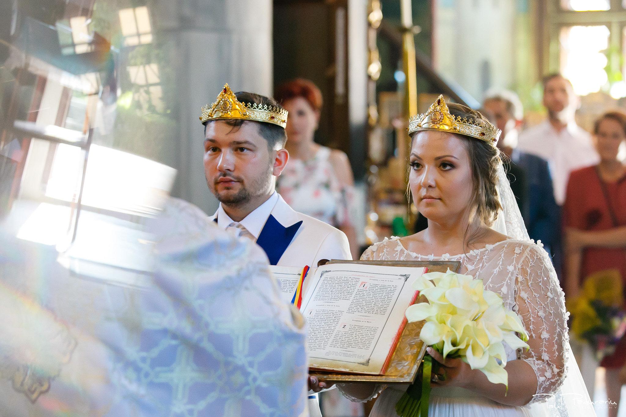 Cununia religioasa nunta Ema si Tudor fotograf de nunta iasi www.paulpadurariu.ro © 2017 Paul Padurariu miri in timpul slujbei