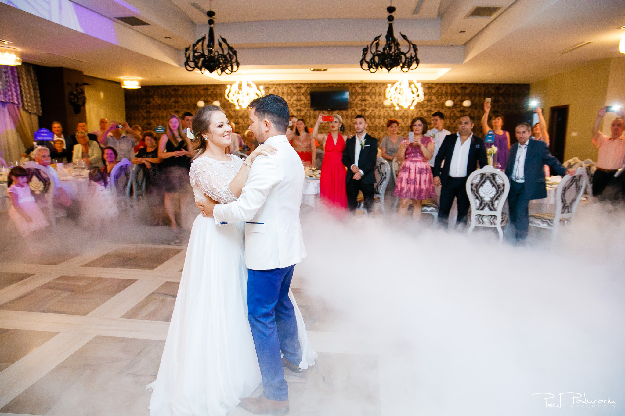 Petrecere la Pleaiada nunta Ema si Tudor fotograf profesionist de nunta iasi www.paulpadurariu.ro © 2017 Paul Padurariu dansul mirilor 1