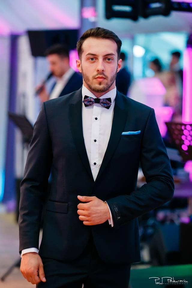 Prezentare costum mire negru papion mov Seroussi Iasi Ceremony Summer 2018 la Elysium Events fotograf profesionist Paul Padurariu