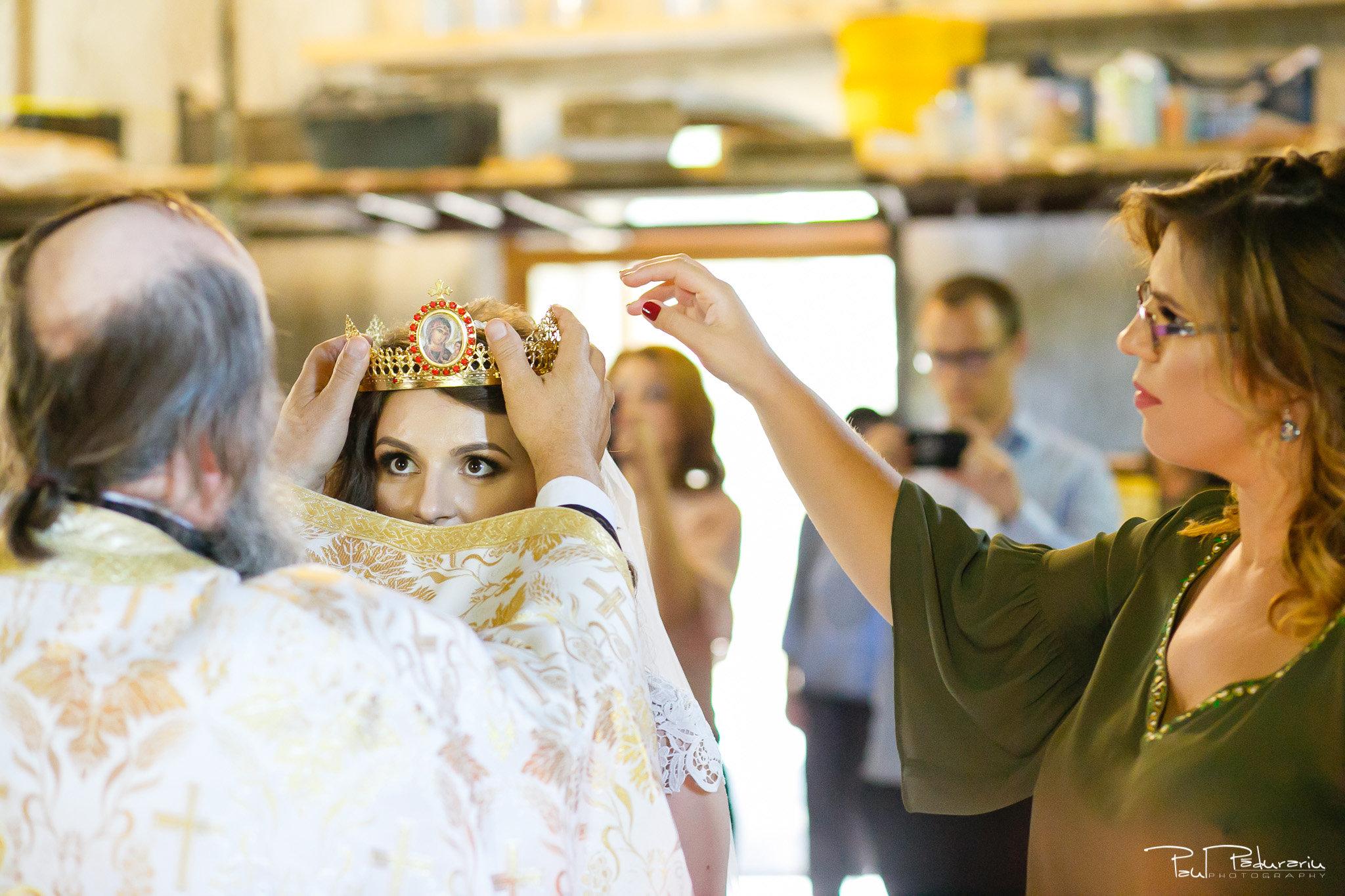 Alexandra si Vlad cununia religioasa Rediu pus cununii mireasa fotograf nunta iasi www.paulpadurariu.ro © 2017 Paul Padurariu