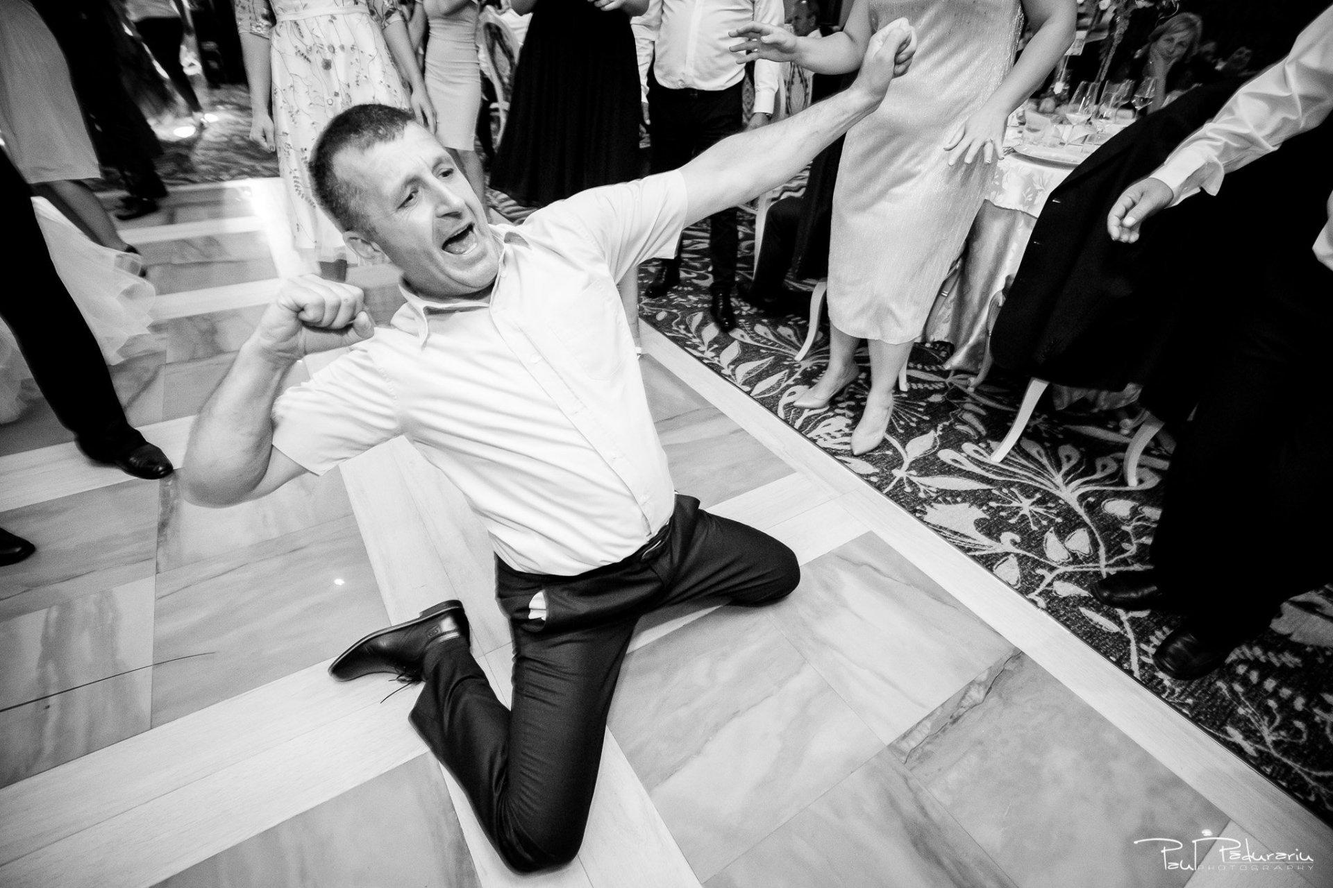 Nunta la Pleiada Iasi Alexandra si Vlad dans invitati petrecere 3 www.paulpadurariu.ro © 2017 Paul Padurariu fotograf de nunta iasi