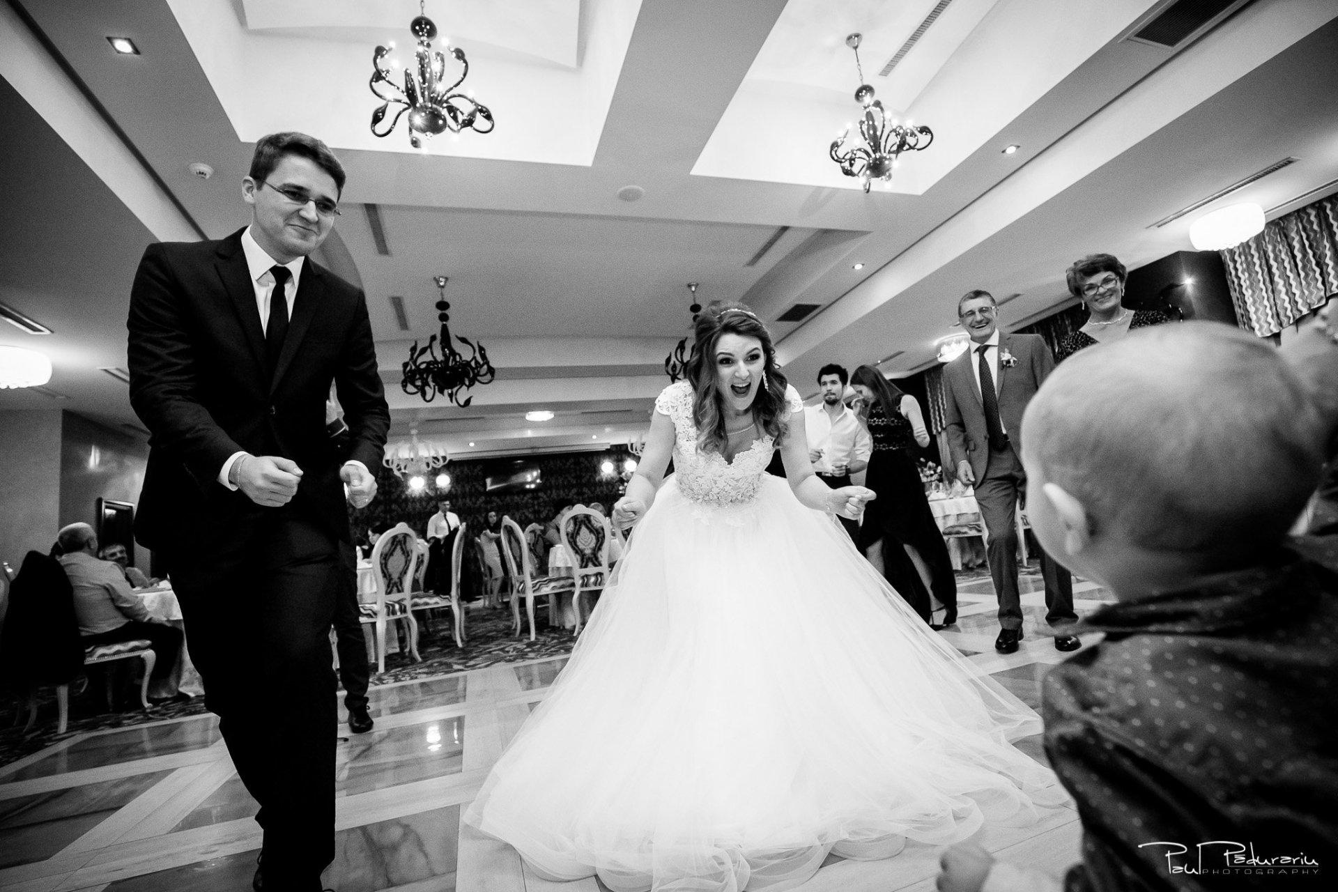Nunta la Pleiada Iasi Alexandra si Vlad moment mireasa dansand www.paulpadurariu.ro © 2017 Paul Padurariu fotograf de nunta iasi