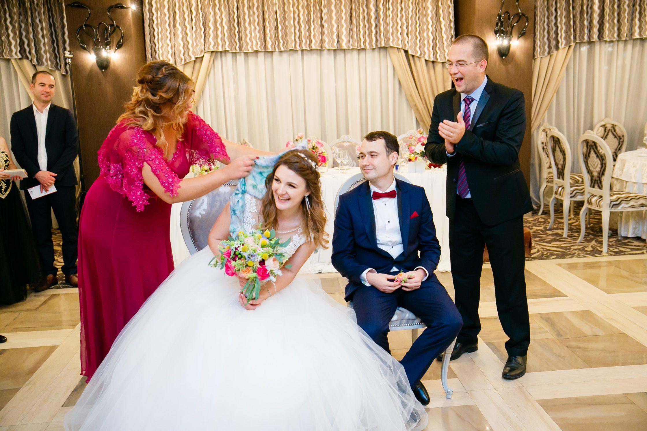 Nunta la Pleiada Iasi Alexandra si Vlad desbrobodit mireasa 2 www.paulpadurariu.ro © 2017 Paul Padurariu fotograf de nunta iasi
