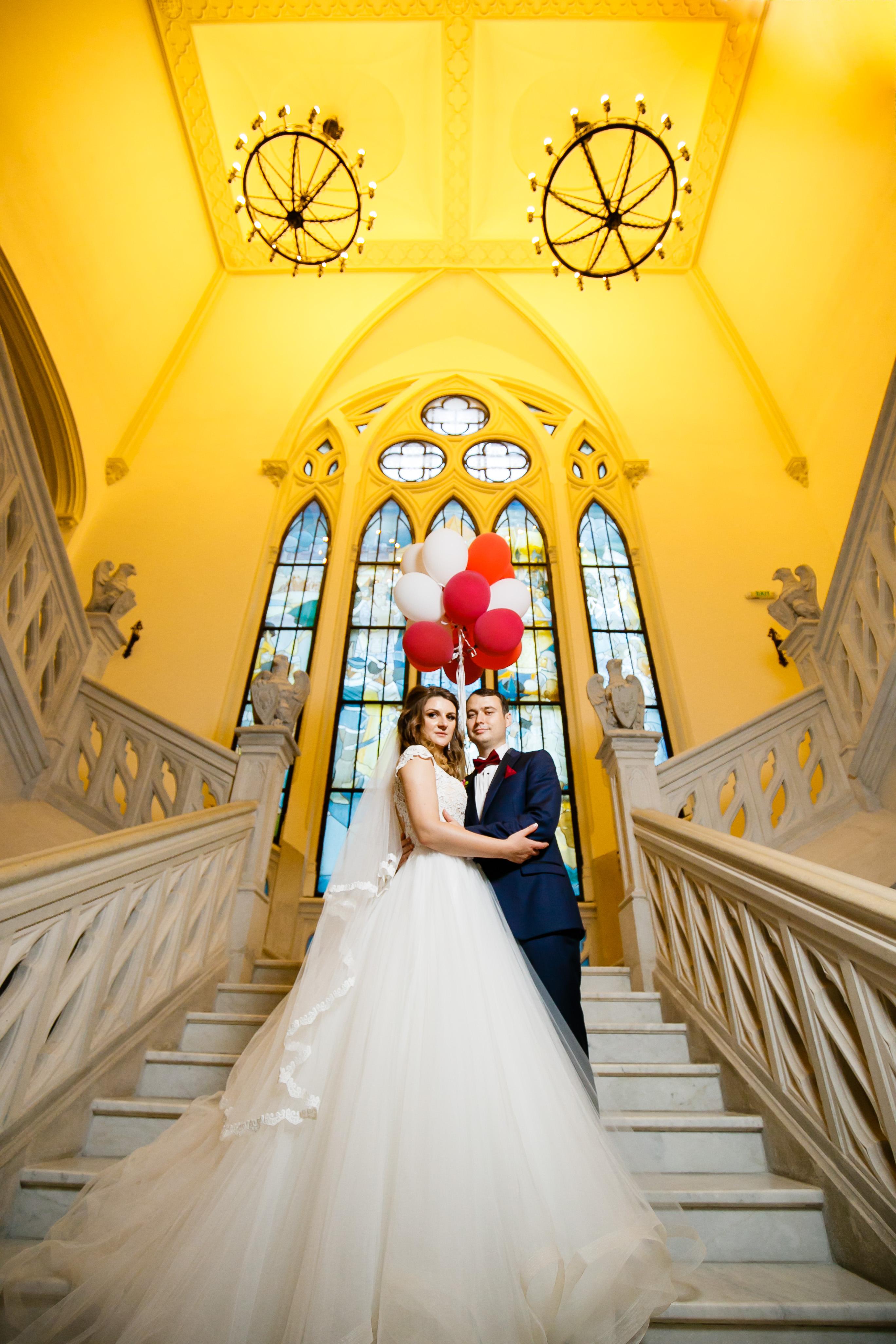 Alexandra si Vlad sedinta foto nunta Palatul Culturii Iasi baloane - fotograf profesionist de nunta iasi www.paulpadurariu.ro © 2017 Paul Padurariu