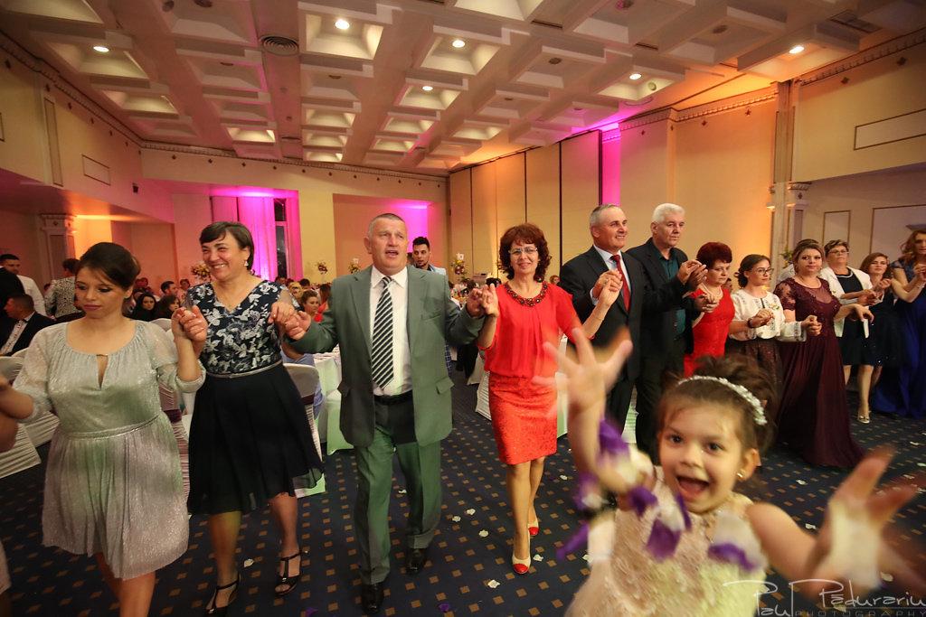 Georgiana si Daniel dansul mirilor nunta la Grand Hotel Traian Iasi paul padurariu pregatiri miri www.paulpadurariu.ro 12