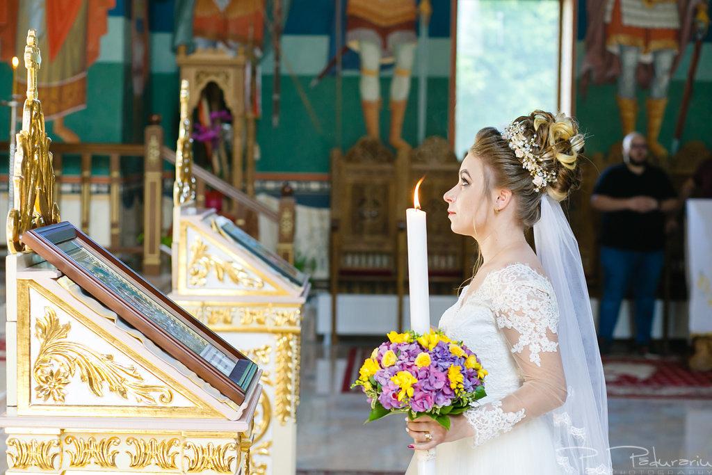 georgiana si daniel cununia religioasa biserica sf iulian din tars fotograf nunta iasi paul padurariu pregatiri miri www.paulpadurariu.ro 12