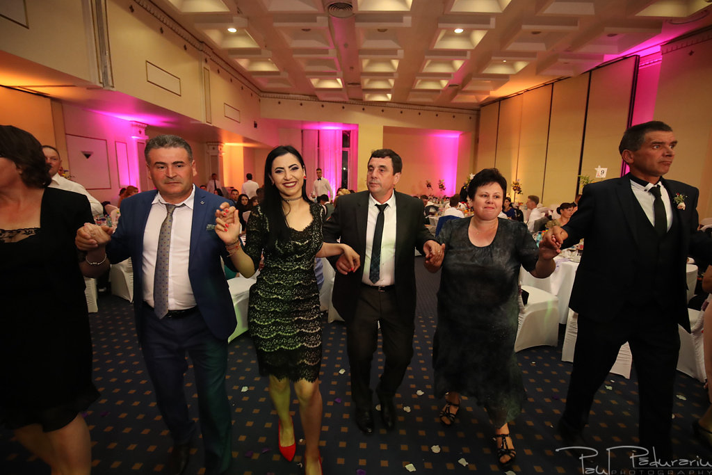 Georgiana si Daniel dansul mirilor nunta la Grand Hotel Traian Iasi paul padurariu pregatiri miri www.paulpadurariu.ro 13