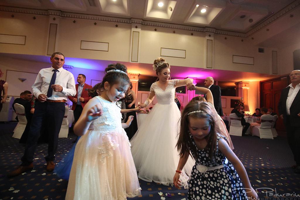 Georgiana si Daniel dansul mirilor nunta la Grand Hotel Traian Iasi paul padurariu pregatiri miri www.paulpadurariu.ro 14