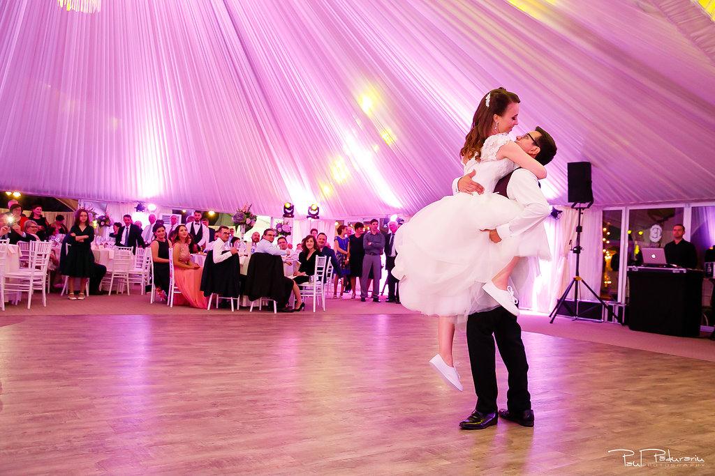 Ioana si Adi nuntă la Elysium Iași dansul mirilor www.paulpadurariu.ro fotograf nunta Iasi Paul Padurariu 2
