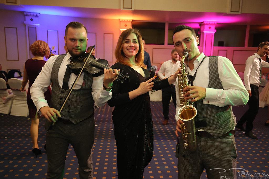 Georgiana si Daniel dansul mirilor nunta la Grand Hotel Traian Iasi paul padurariu pregatiri miri www.paulpadurariu.ro 24