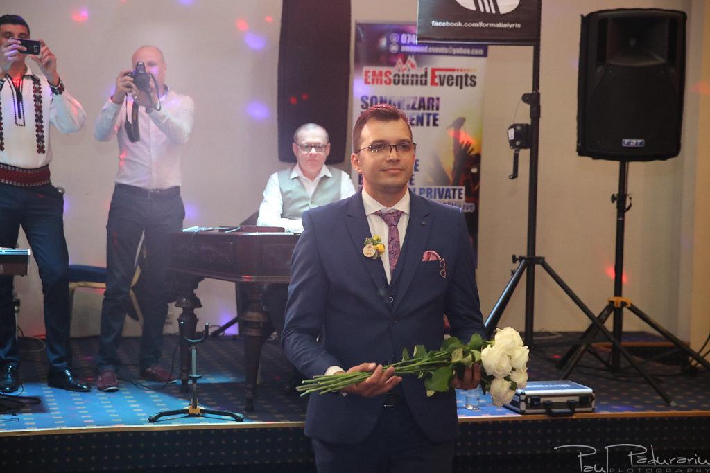 Georgiana si Daniel dansul mirilor nunta la Grand Hotel Traian Iasi paul padurariu pregatiri miri www.paulpadurariu.ro 3