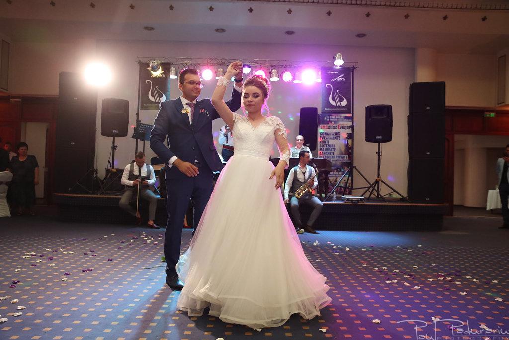 Georgiana si Daniel dansul mirilor nunta la Grand Hotel Traian Iasi paul padurariu pregatiri miri www.paulpadurariu.ro 5