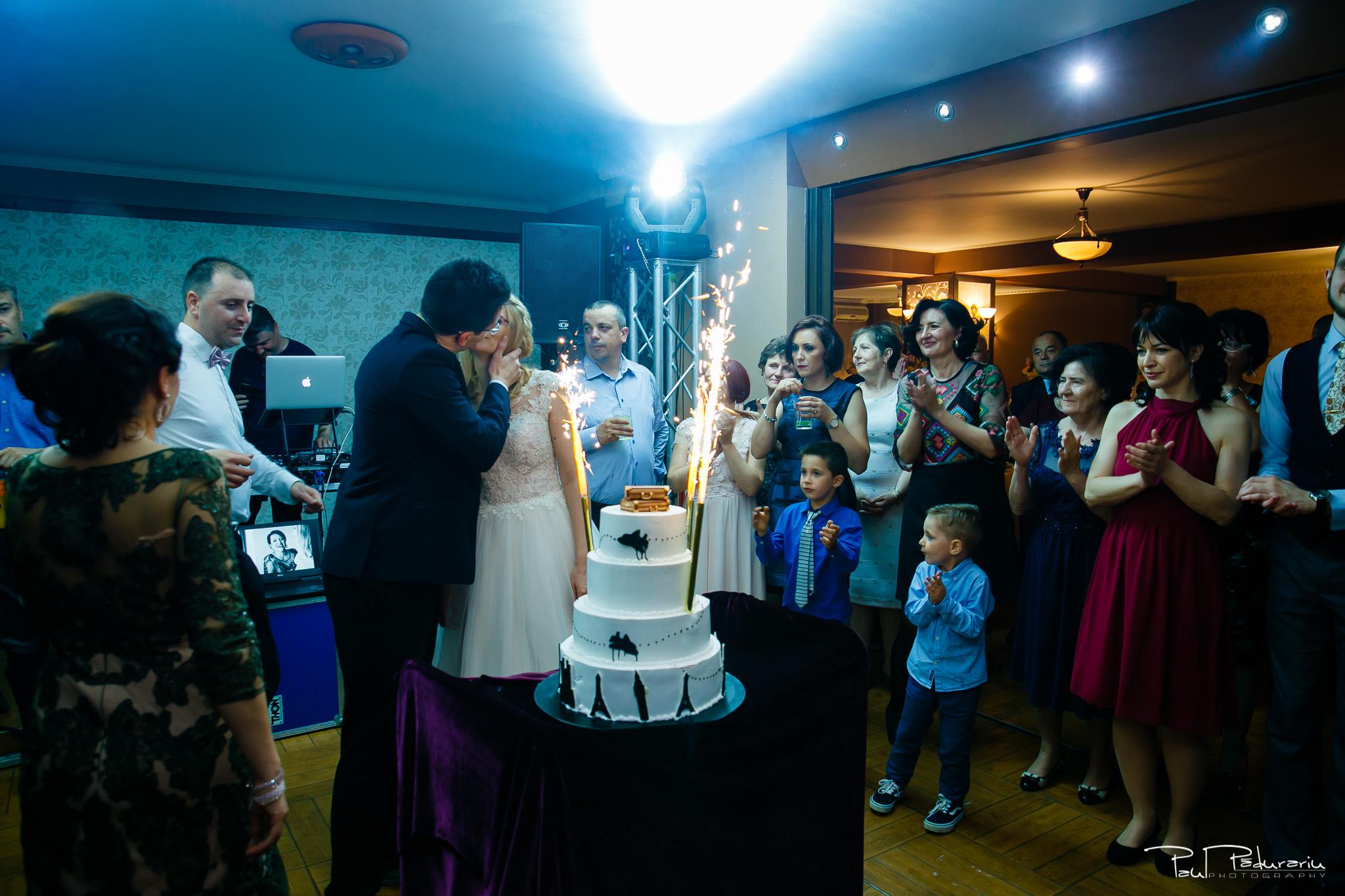 Anca si Razvan petrecere restaurant American Iasi - Paul Padurariu fotograf profesionist nunta iasi www.paulpadurariu.ro © 2018 Paul Padurariu tort miri
