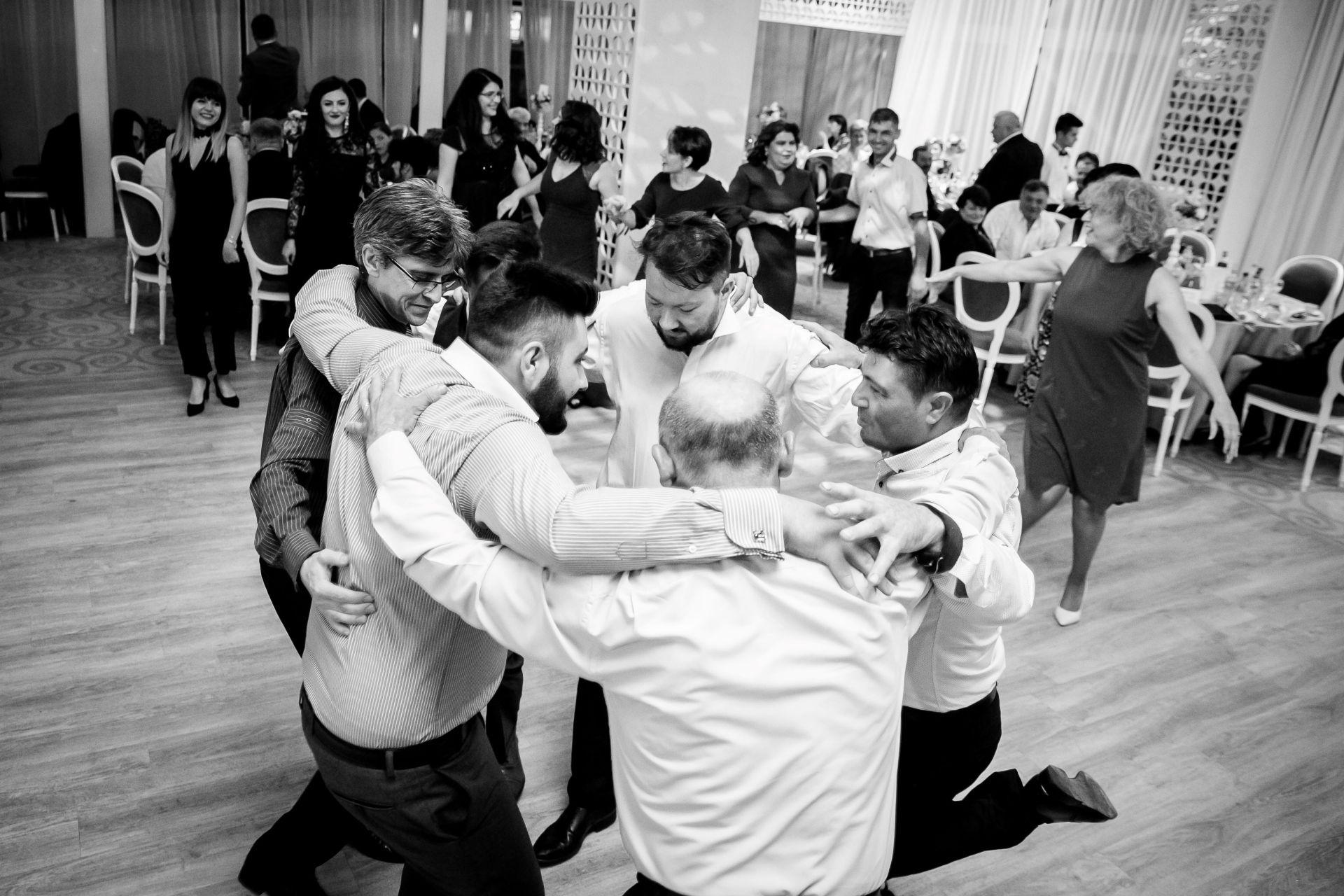 Larisa si Vlad - Nunta la Unirea - fotograf nunta iasi | fotograf profesionist Paul Padurariu 13