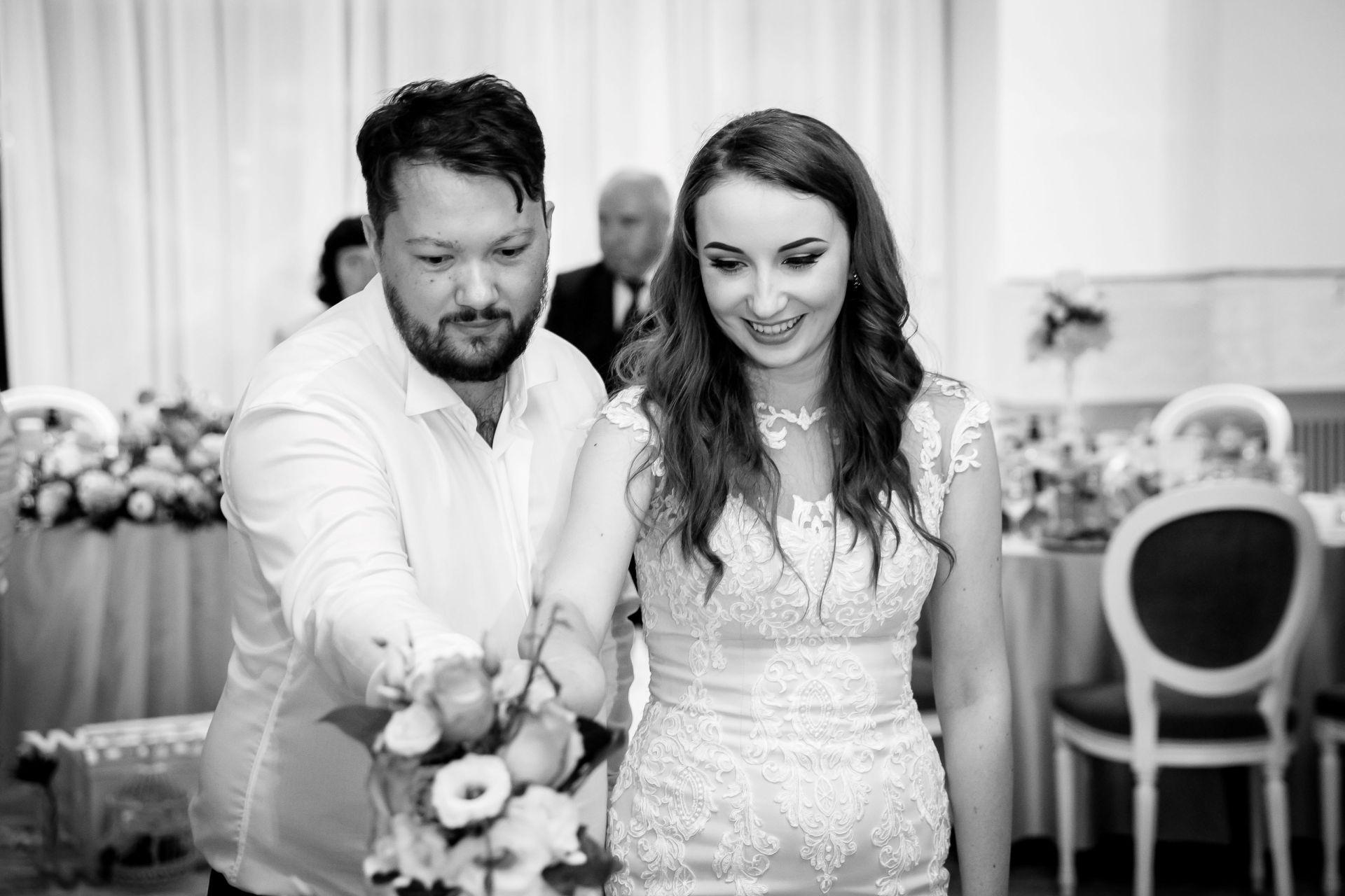 Larisa si Vlad - Nunta la Unirea - fotograf nunta iasi | fotograf profesionist Paul Padurariu 4