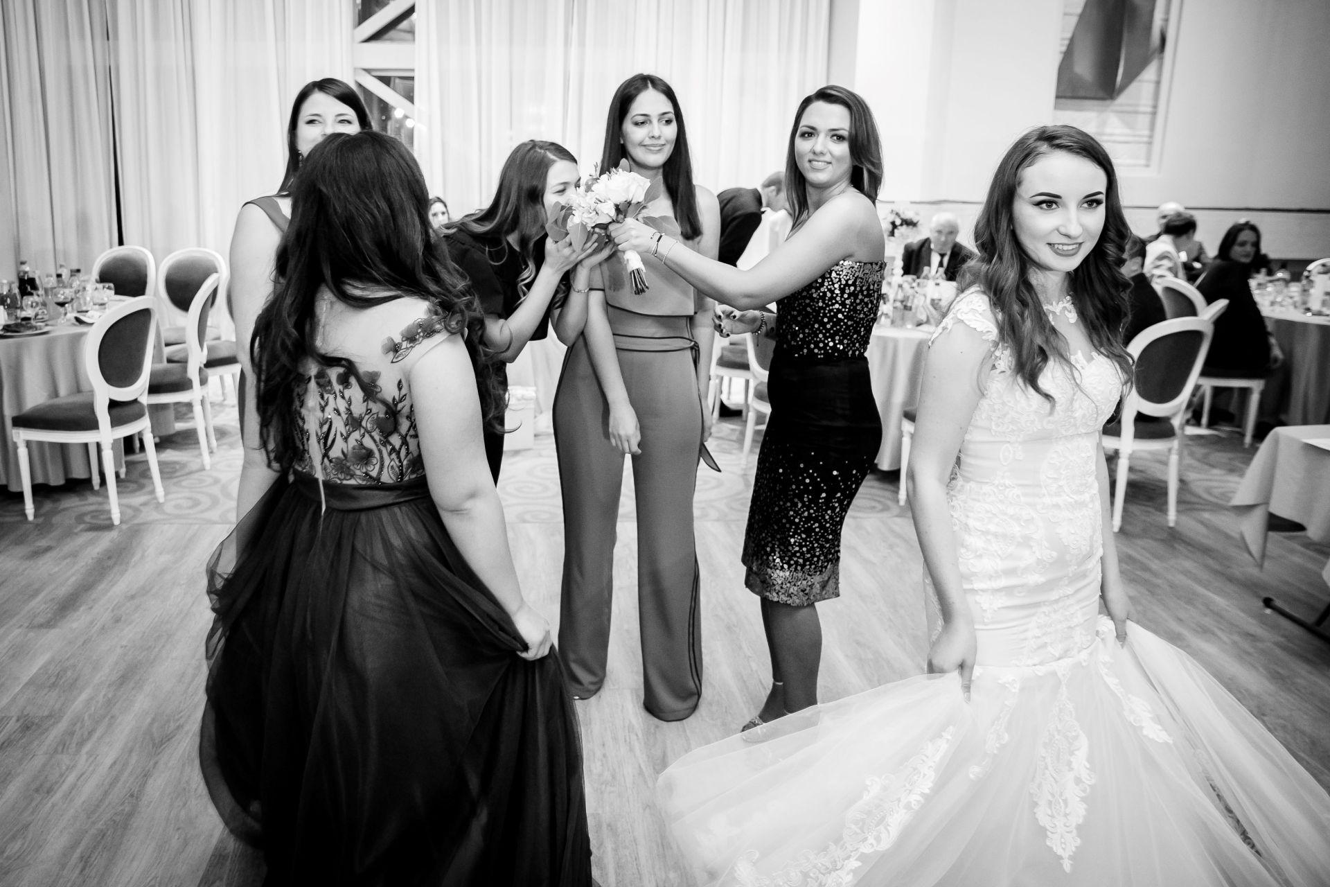 Larisa si Vlad - Nunta la Unirea - fotograf nunta iasi   fotograf profesionist Paul Padurariu 2