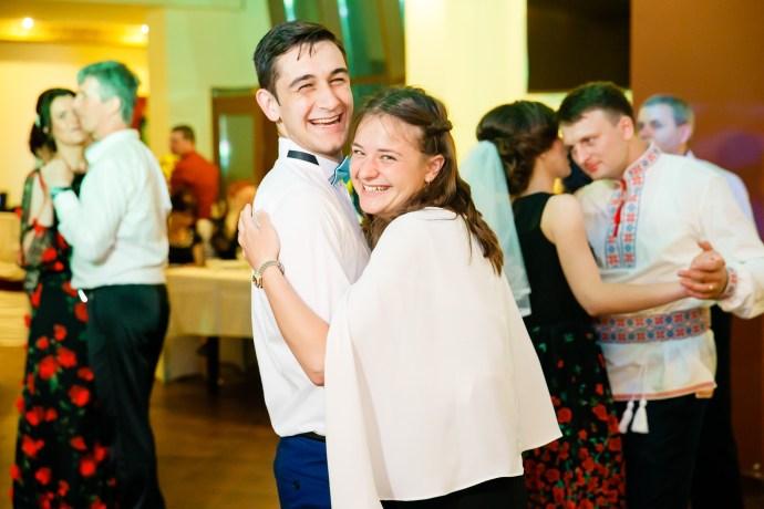 Nuntă tradițională Elisabeta și Alexandru fotograf profesionist nunta Iasi www.paulpadurariu.ro © 2018 Paul Padurariu fotograf de nunta Iasi petrecere miri 9