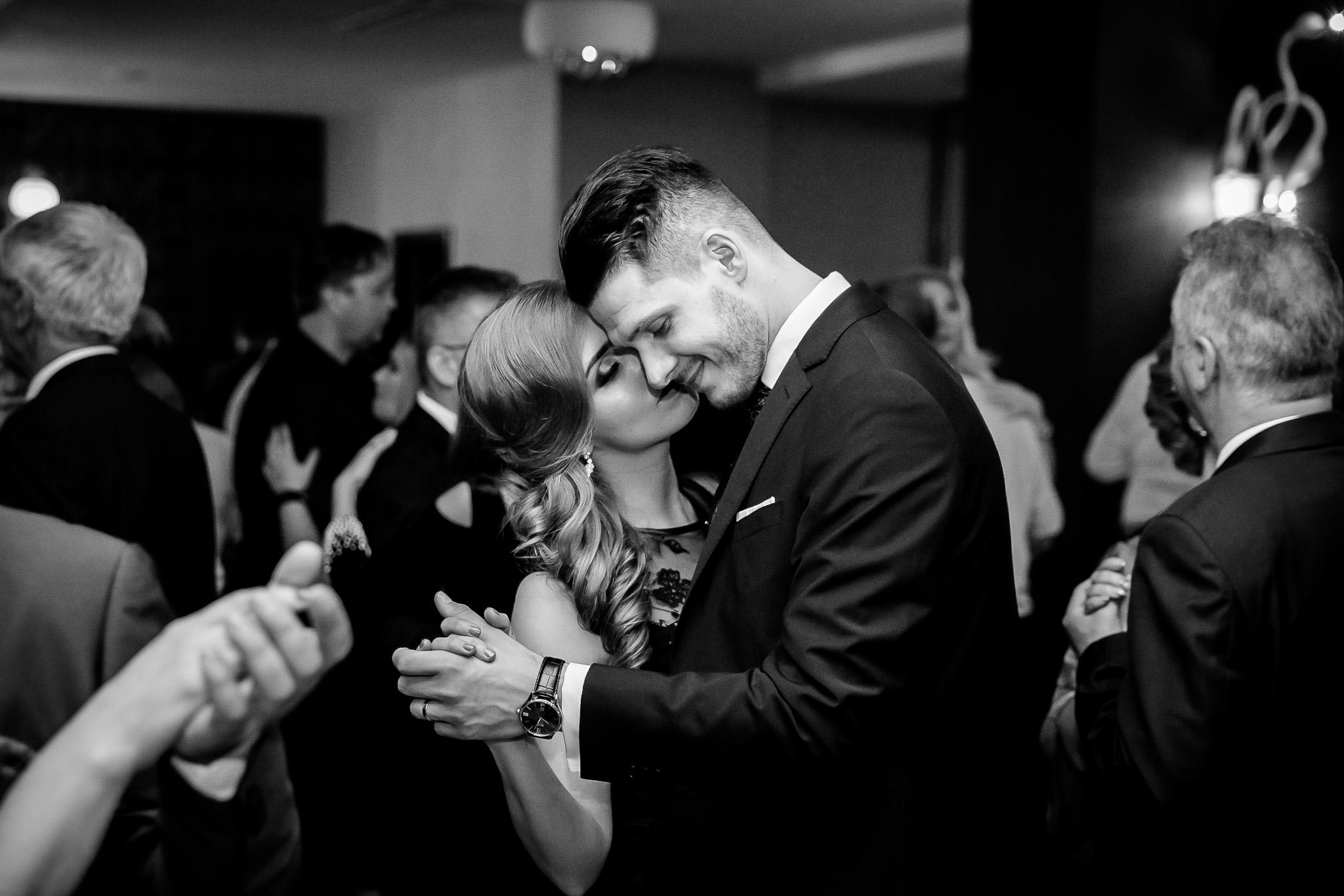 Larisa si Bogdan Nuntă la Pleiada fotograf profesionist nunta Iasi www.paulpadurariu.ro © 2018 Paul Padurariu petrecere 1