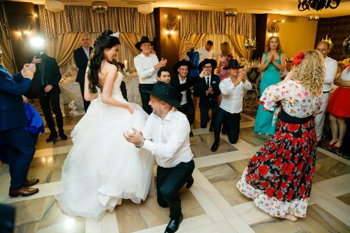 Larisa si Bogdan Nuntă la Pleiada fotograf profesionist nunta Iasi www.paulpadurariu.ro © 2018 Paul Padurariu petrecere 8