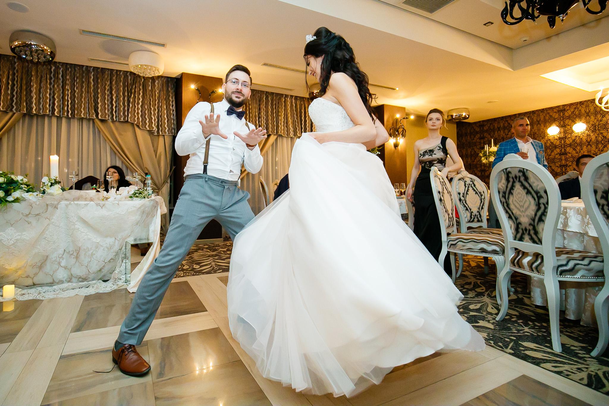 Larisa si Bogdan Nuntă la Pleiada fotograf profesionist nunta Iasi www.paulpadurariu.ro © 2018 Paul Padurariu petrecere 10
